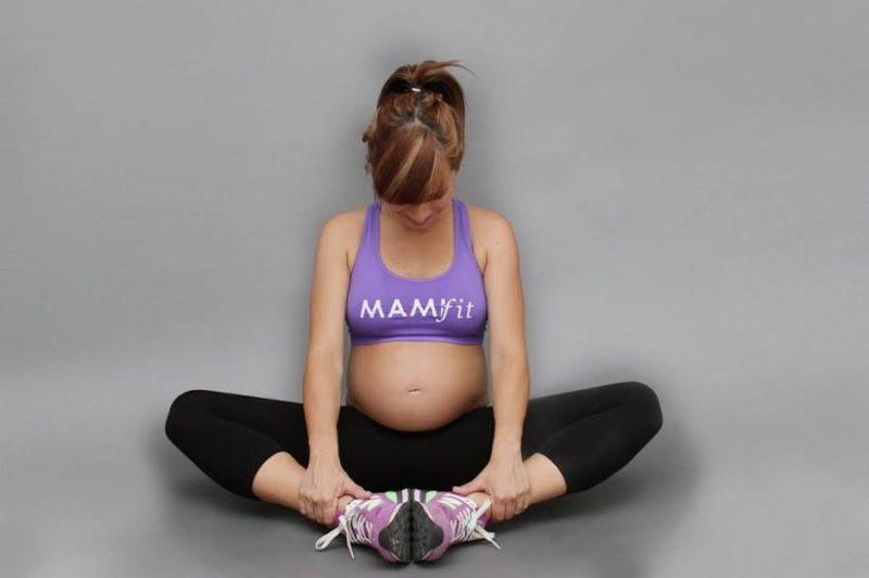 Embarazada preparada para hacer ejercicio