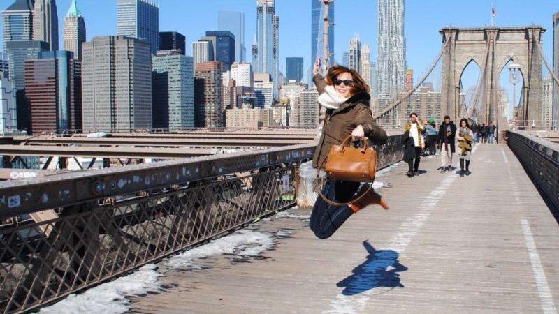 Salto en el puente Brooklyn de Nueva York